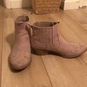 Size 6 Qupid booties